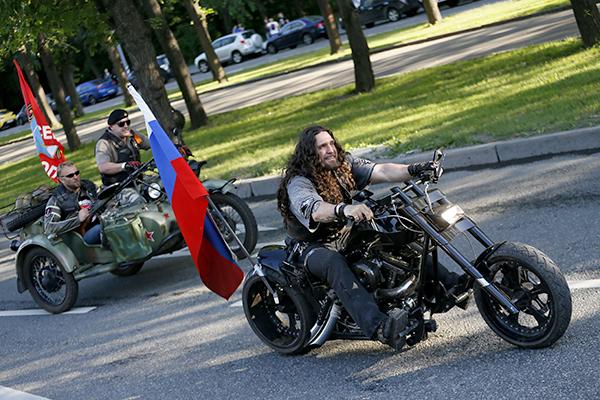 В Севастополе байкеры заложили Аллею России