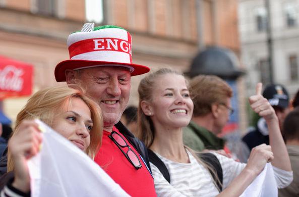 Английские фанаты развенчали мифы о России в своем видео