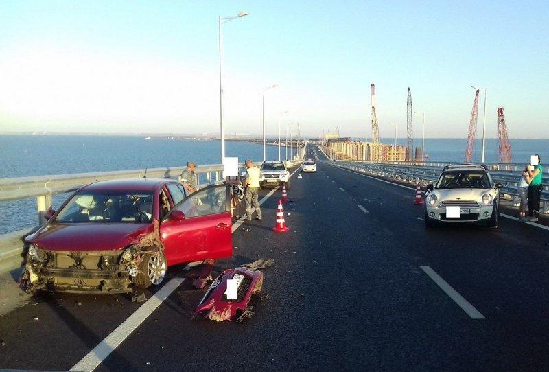 Авария дня. Любительница селфи попала в ДТП на Крымском мосту