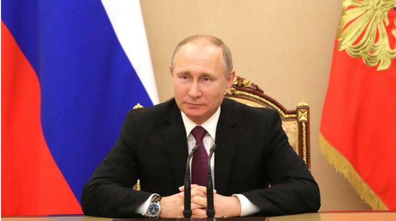 Путин призвал отвязать экономику от доллара