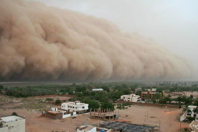 Песчаный апокалипсис: как пустынные бури захватывают целые города