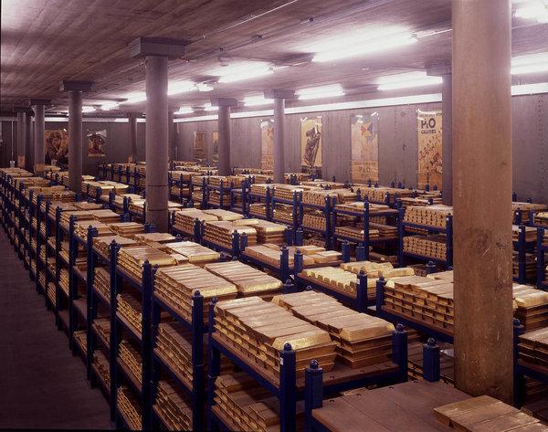 США присвоили золото нескольких стран ЕС, но лед тронулся