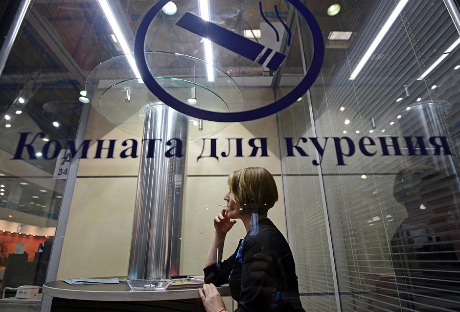 Депутаты Единой России просят разрешить курить в аэропорту ради матерей с детьми