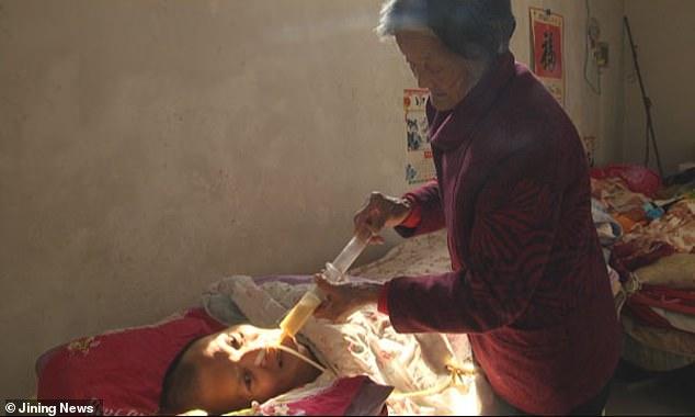 Любящая мать 12 лет ухаживал…