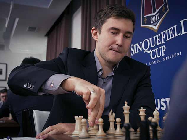 Карякин подарил Шварценеггеру «чемпионские» шахматы