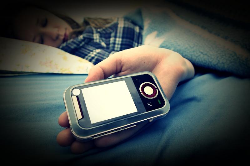 Мобильные лунатик. В мире растет число СМС, отправленных во сне