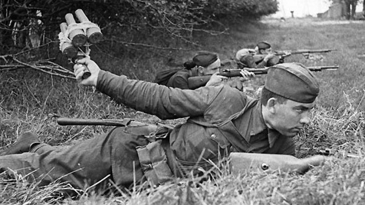Герои оказались крепче железа: за два дня  33 бойца отразили атаку 70 танков