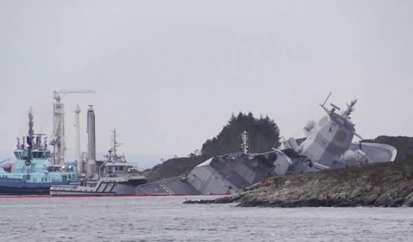 Норвежский фрегат протаранил танкер и сел на мель