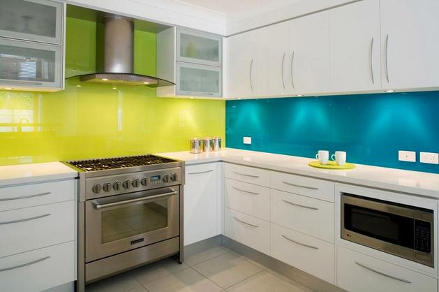 Кухня в цветах: бирюзовый, серый, светло-серый, темно-зеленый, салатовый. Кухня в стилях: эклектика.