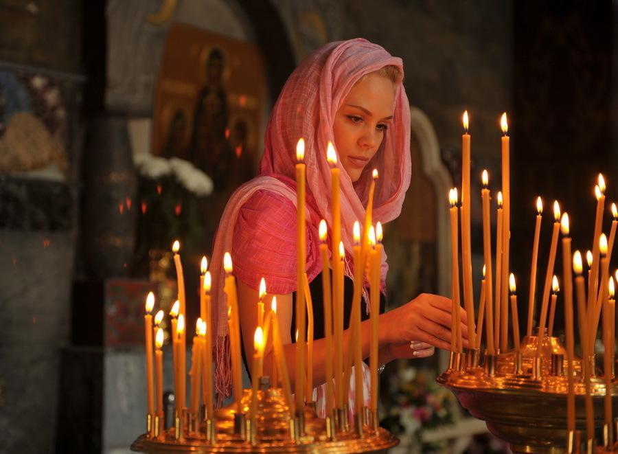 Как ставить свечи в церкви, кому и сколько?
