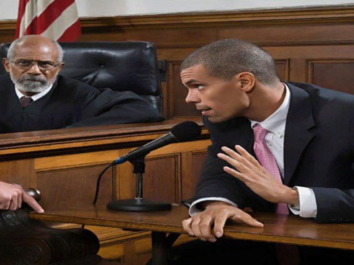 Адвокат допрашивал показания…