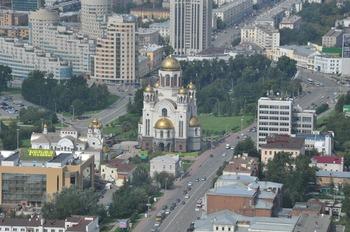 Движение транспорта в Екатеринбурге парализовал ремонт одного из перекрестков