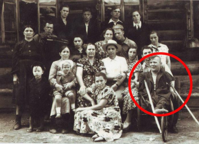 Евсей Якимов - художник без рук и без ног, который писал портреты Сталина и уральские пейзажи