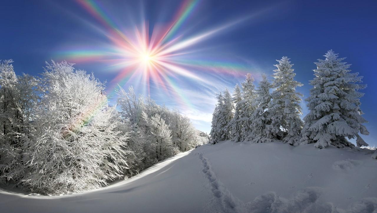 С чем связано, что солнце зимой светит, но не греет?