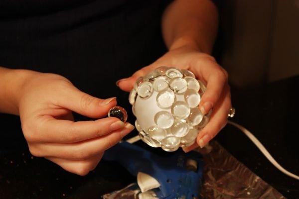 Из стеклянных шаров своими руками