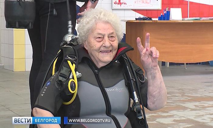 Бабушка летала на воздушном шаре, дельтаплане и погружалась в бассейн с аквалангом.