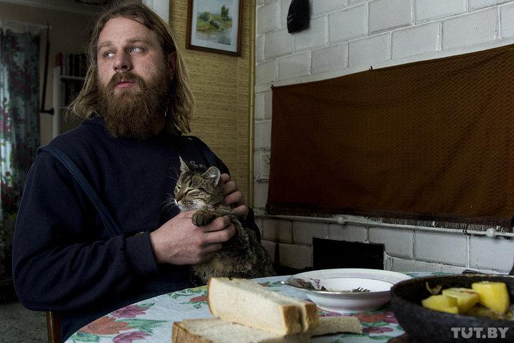 Парень уехал в отчий дом в глубинке, чтобы спасать животных