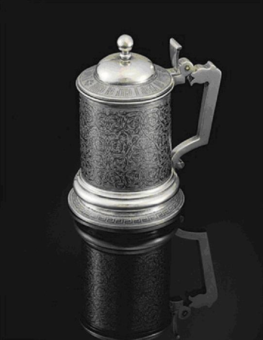Кружка с крышкой. Серебро с золочением и чернением, 1888 г.