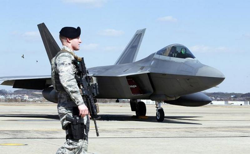 Американские пилоты F-22 уверены в победах над нашим истребителем