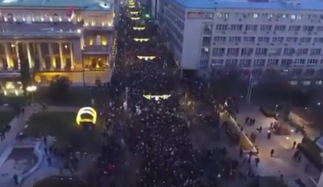 Сербы в ожидании Путина на улицах Белграда