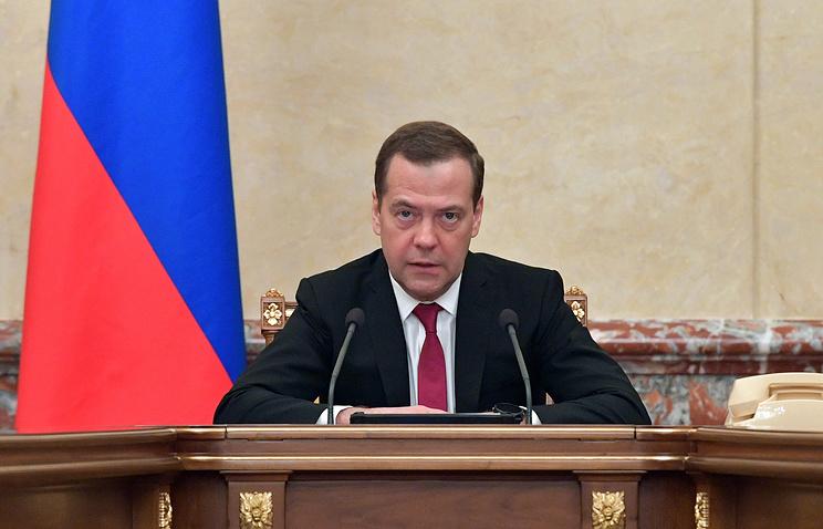 Медведев: деньги для реализации майского указа должны быть найдены!