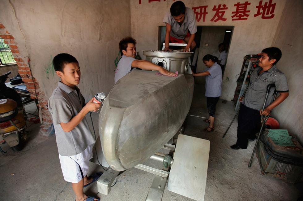 2568822 980x1200 0 Китайский крестьянин делает мини подлодки на продажу