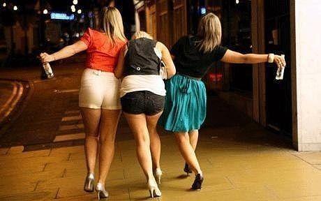 Садятся в такси три пьяных девушки. ... Улыбнемся)))