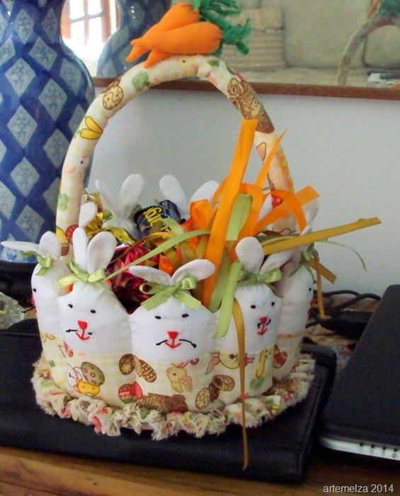 Текстильная корзинка из пасхальных зайцев (9) (565x700, 433Kb)