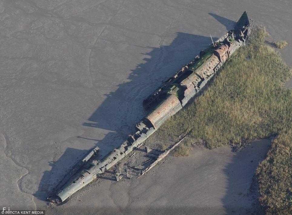 Германская ПЛ UB-122 на берегу Англии.
