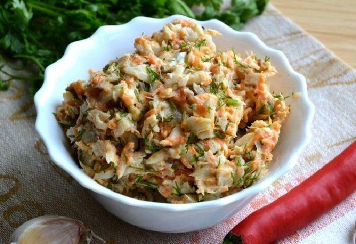 Из дешевого вареного минтая готовлю деликатес советского времени - вкусный салат Раковые шейки