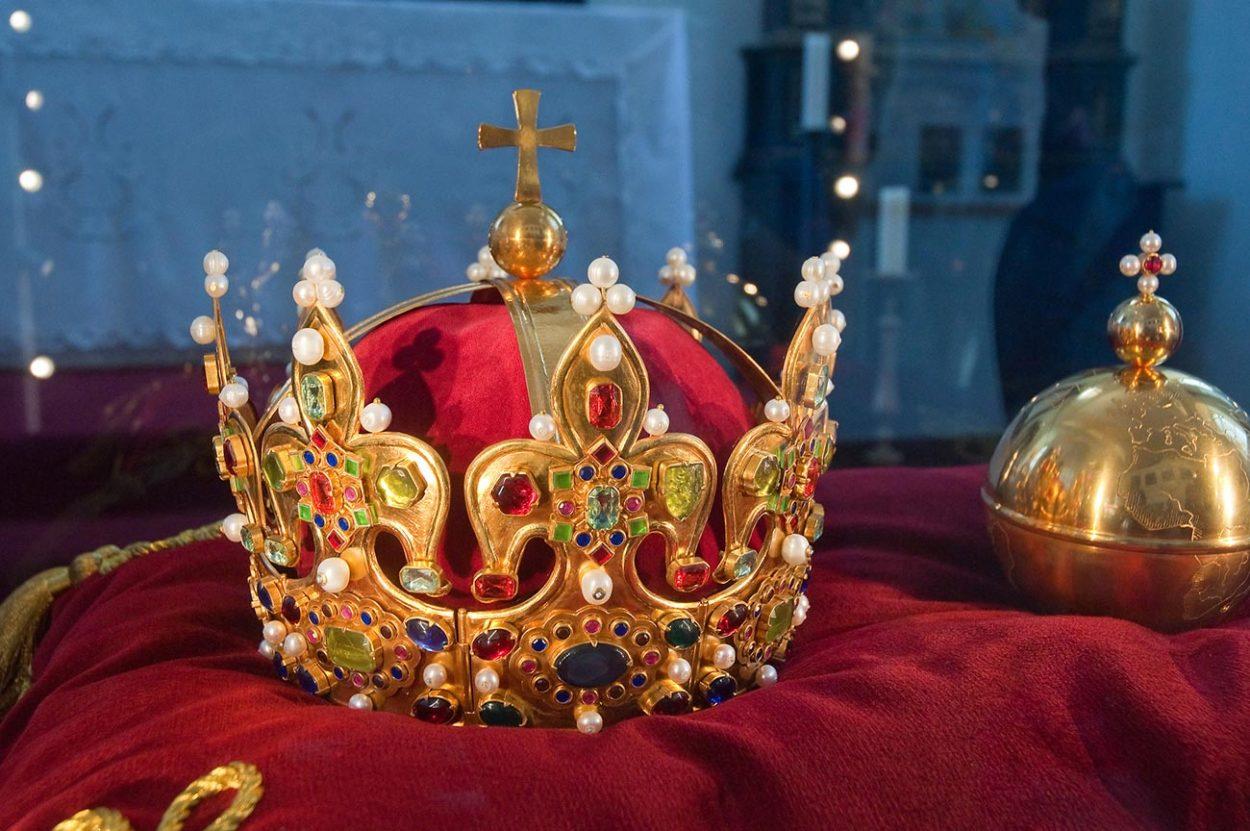 Почему вРоссии — цари, ав…