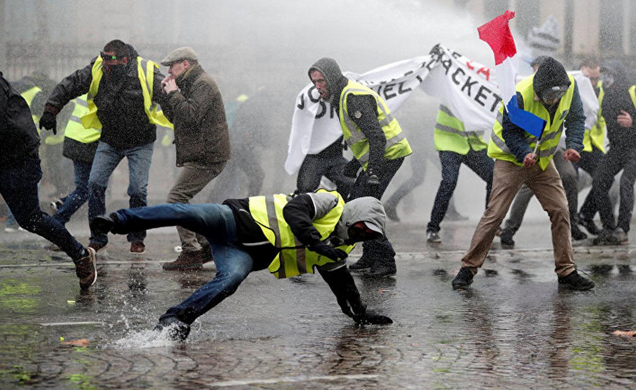 Угроза радикализации протестов «желтых жилетов». Le Figaro, Франция