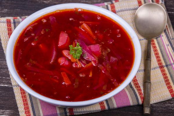 Постный борщ - лучшая еда как весной, так и жарким летом