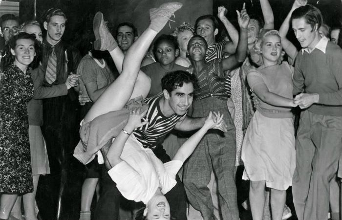 От вальса до ламбады: Танцы, которые родители считали непристойными, а дети всё равно самозабвенно отплясывали