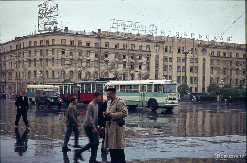 СССР: Цветные фотографии ленинградских улиц, 1960-е года