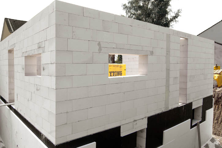 Поэтапное строительство дома: стены из ячеистого бетона