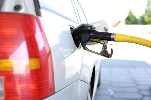 Аксенов просит организовать поставки бензина в Крым в обход биржи