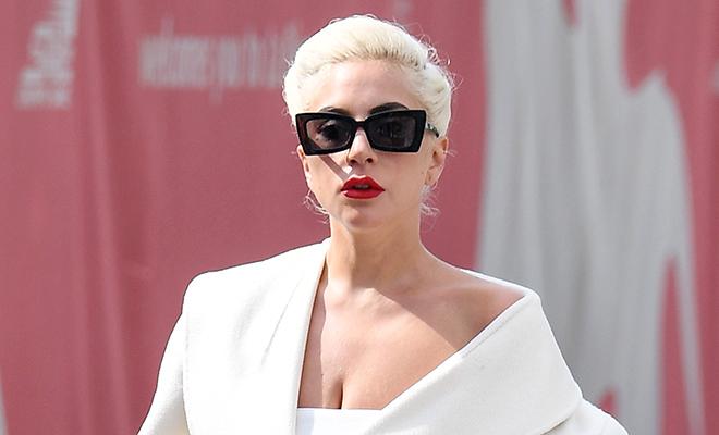 Белая королева: новый выход Леди Гага на Веницианском фестивале