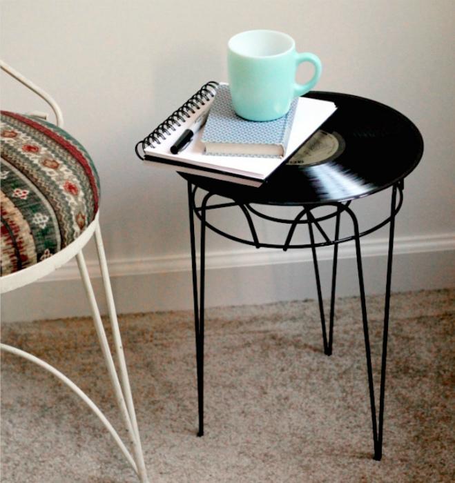 Столик в винтажном стиле.