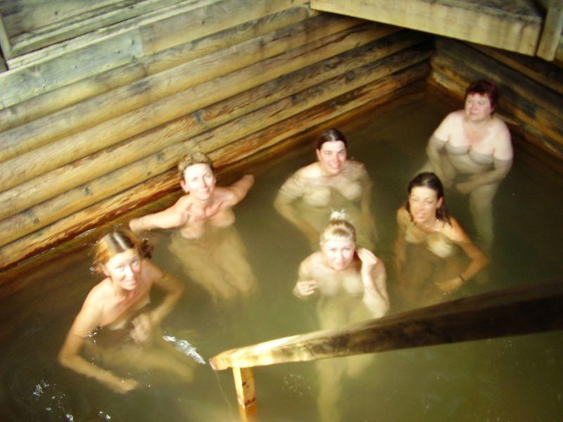 голые бабы купаются бане-уь1