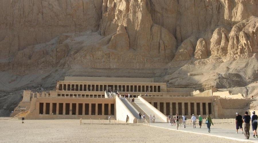Пустоты под полом пирамиды Хеопса