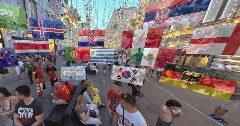 «Вокруг света за 600 метров»: крутейшая фотопанорама фанатской Никольской — обзор 360° прямо сейчас
