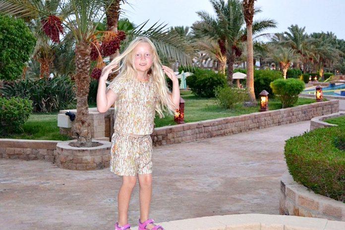 7-летняя девочка полетела с мамой в Египет. Вот чем обернулся для малышки отдых…