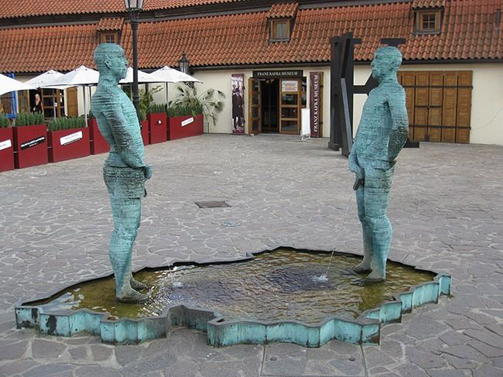 weirdstatues12 29 самых отвратительных и нелепых статуй со всего света