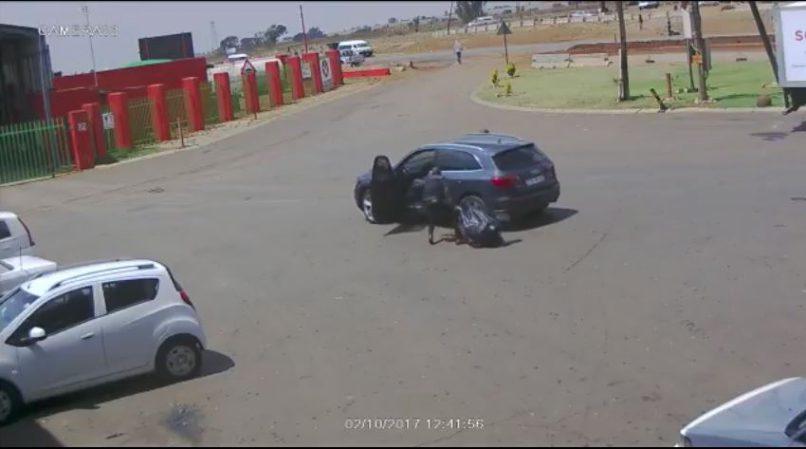 Африканские налетчики против инкассаторского автомобиля