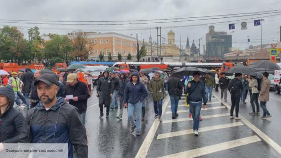 Провокаторы требовали выдачи сотрудника ОМОН Украине на митинге в Москве