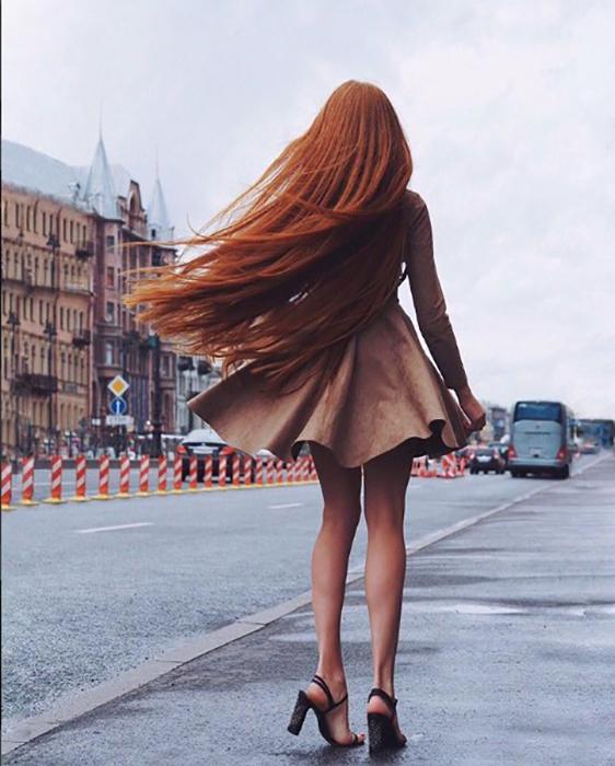 Большинство постов Анастасия посвящая освещению различных аспектов по уходу за волосами. Instagram sidorovaanastasiya.