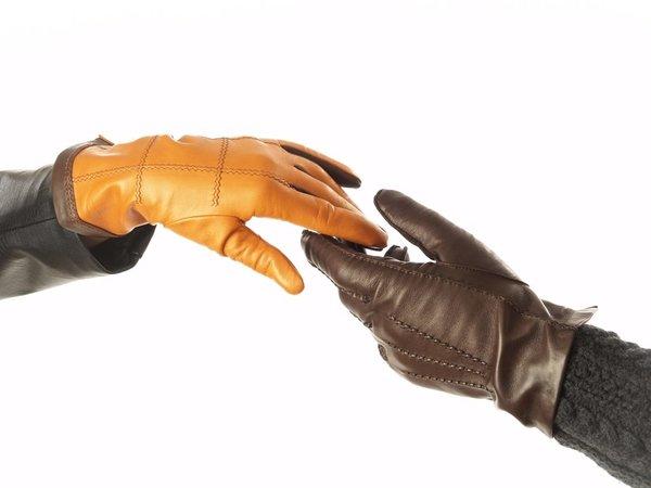Как правильно постирать кожаные перчатки, чтобы не испортить их