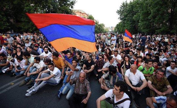 В Армении начался свой Майдан