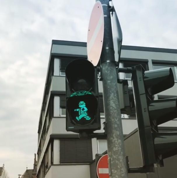 В Германии появились светофоры с изображением Карла Маркса